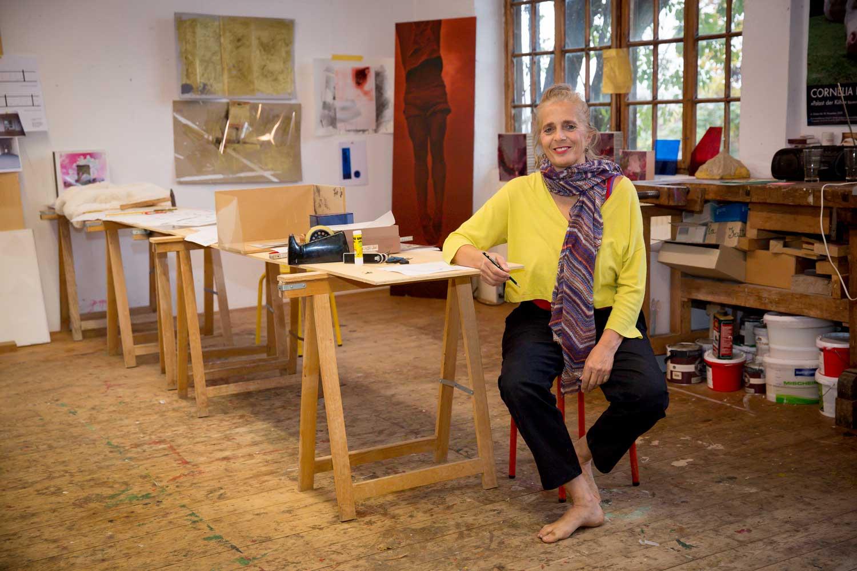 Cornelia Rapp im Atelier